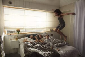 rodzina w sypialni